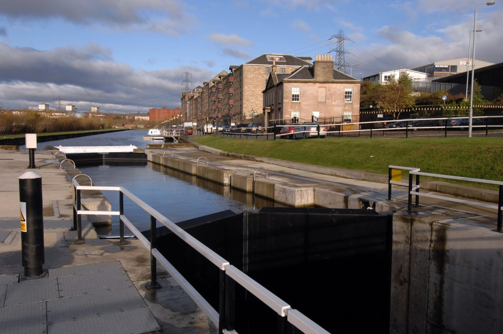Photograph of Spiers Wharf canal, Glasgow.